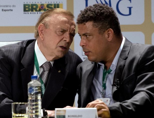 Ronaldo conversa com presidente da CBF, José Maria Marin, em evento
