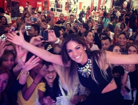 A ex-bbb Anamara foi a atração de uma Feira Internacional de Beleza, Cabelos e Estética, em São Paulo, nesta terça-feira,9. A baiana constatou que continua com a popularidade em alta