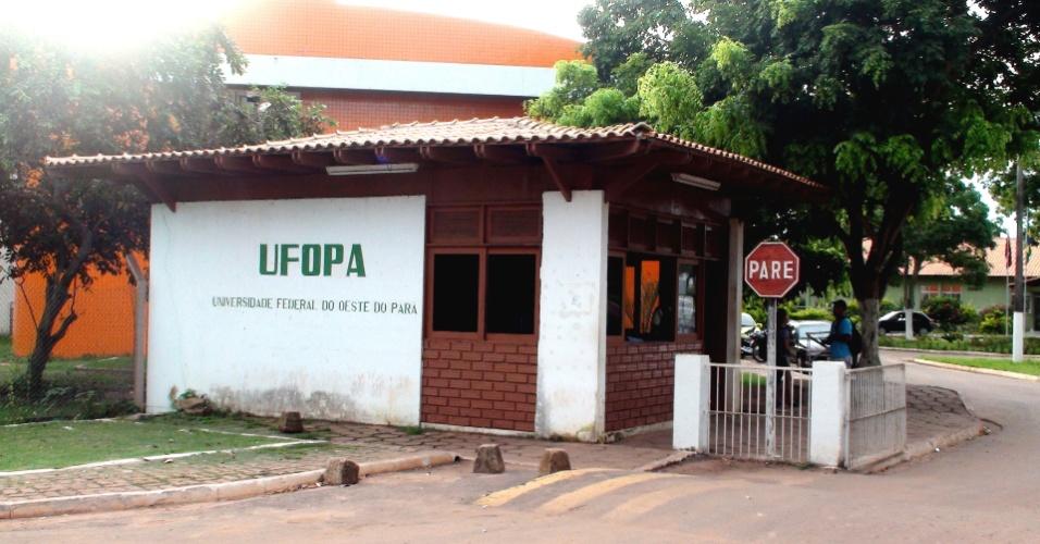 A Ufopa foi criada em 2009, a partir de um campus da UFPA (Universidade Federal do Pará) e um campus da UFRA (Universidade Federal Rural da Amazônia), ambos em Santarém (699 km de Belém). A instituição, que faz parte do programa de expansão universitária do governo federal Reuni,  tinha até o início de 2013 3.050 alunos de graduação nos três campi da cidade.