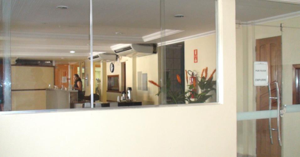Ali são locadas 40 salas de aula, um espaço de 140 m2 para biblioteca além de um auditório de 1.000 m2, segundo o relatório de auditoria anual de contas feita pela CGU (Controladoria Geral da União) em julho de 2012. No hotel, há ainda espaço para uma unidade da Unip (Universidade Paulista), agência de viagens, restaurante e até mesmo quartos do Hotel Amazônia Boulevard, que segue em plena atividade