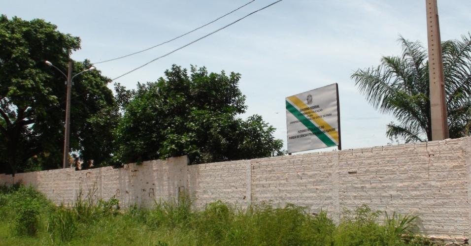 Em frente ao campus Tapajós da Ufopa, em Santarém, a placa em um terreno avisa que ali devem ser construídas as instalações de um parque tecnológico da universidade. No entanto, o reitor José Seixas Lourenço afirmou que ali será o futuro restaurante universitário da instituição