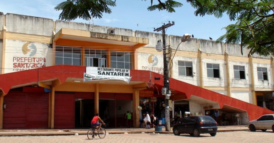 Sem restaurante universitário em nenhum dos três campi da Ufopa em Santarém, estudantes frequentam o restaurante popular municipal na hora do almoço. Ali, as refeições são servidas a R$ 2, frente os R$ 10 mínimos cobrados por um prato feito no restaurante do campus Hotel Boulevard Amazônia