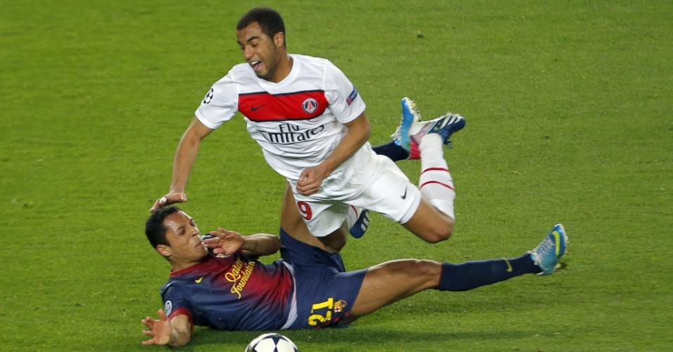 10.ABR.2013- Lucas é derrubado por carrinho de Adriano na partida entre Barcelona x PSG pelas quartas da Liga dos Campeões
