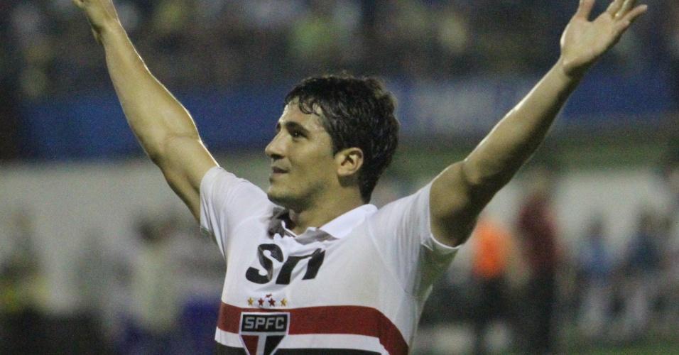 Aloisio comemora gol do São Paulo contra o União Barbarense