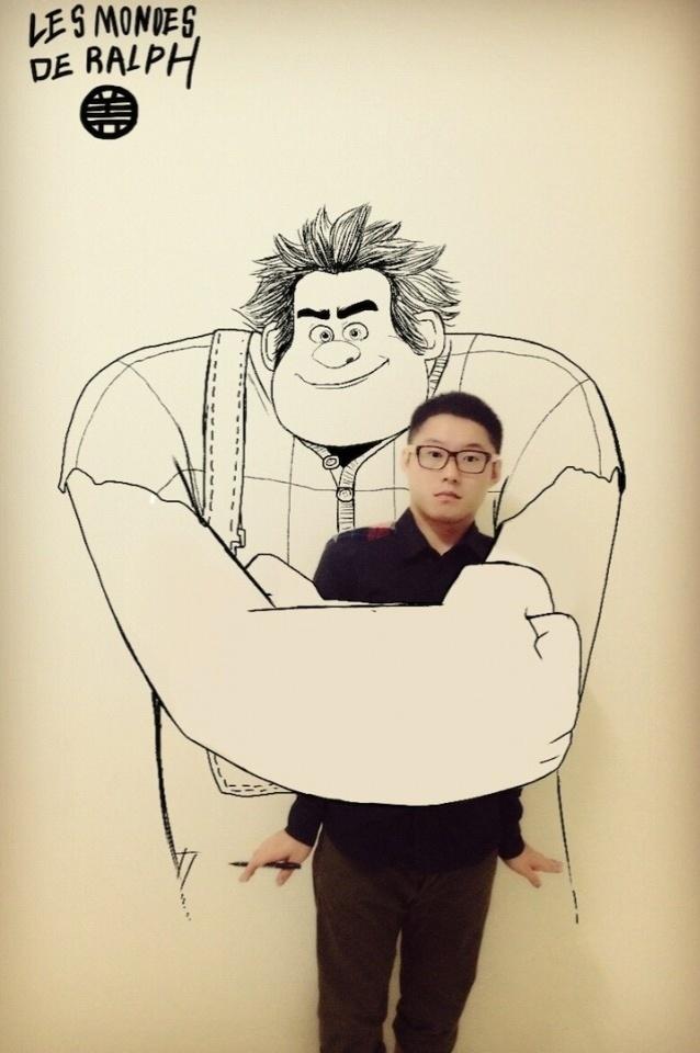 O personagem Detona Ralph abraça Gaikuo Captain em ilustração