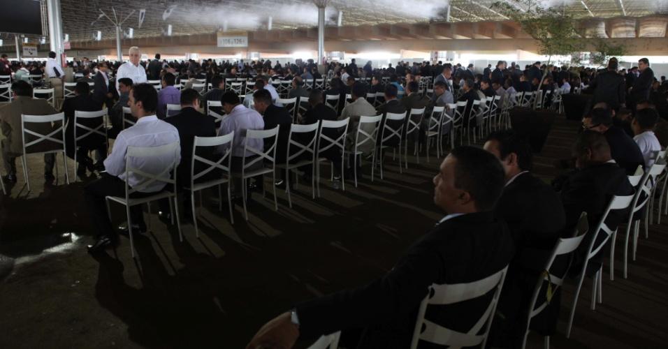 """11.abr.2013 - A 41ª edição da CGADB (Convenção Geral das Assembleias de Deus do Brasil) acontece em Brasília de 8 a 12 de abril. Durante o evento, pastores de todo ao país discutem questões internas, tratam de prestação de contas, realizam cultos e elegem uma nova Mesa Diretora e o Conselho Fiscal, incluindo presidente, cinco vice-presidentes, cinco secretários, dois tesoureiros e seis conselheiros fiscais (um por região do país). Duas chapas disputam as eleições: a  """"Amigos do Presidente"""" e a """"CGADB pra todos"""""""