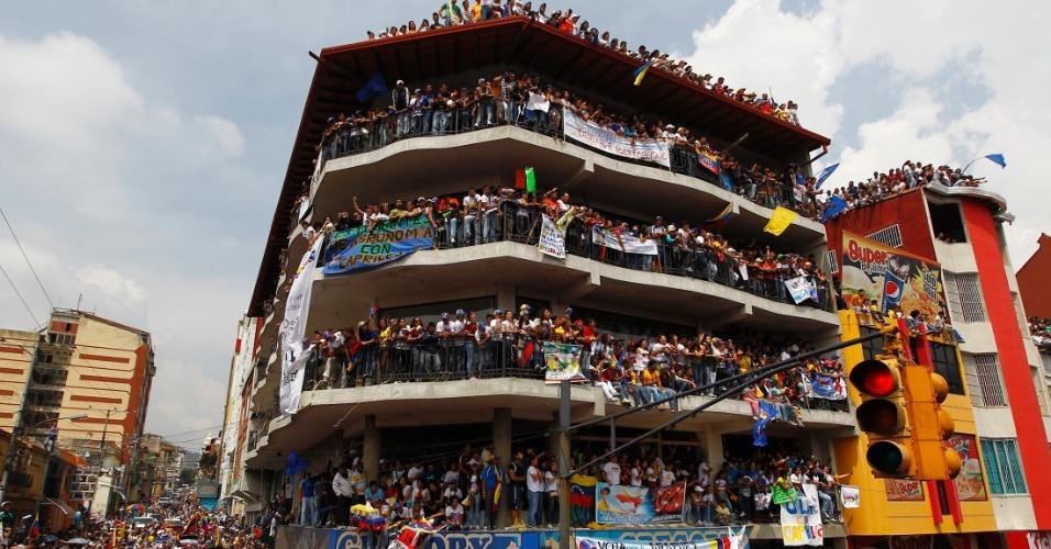 11.abr.2013 - Apoiadores do principal candidato oposicionista à Presidência da Venezuela, Henrique Capriles Radonski, participam de evento de campanha em Maracaibo, no Estado de Mérida. No próximo domingo (14) será eleito o primeiro presidente eleito da era pós-Hugo Chávez