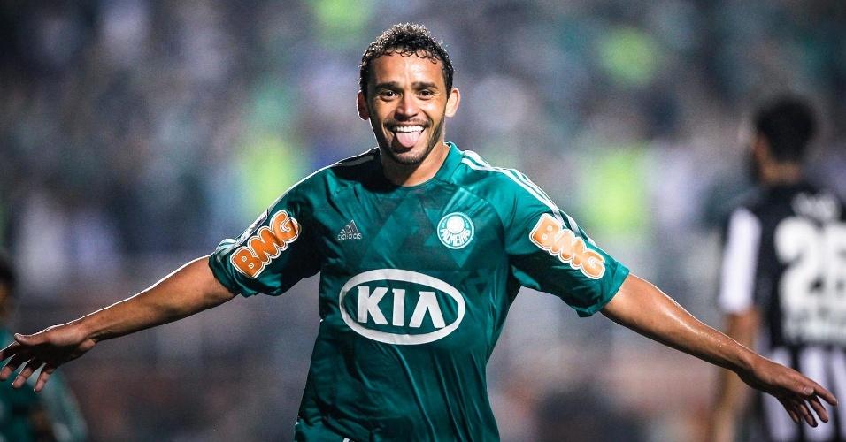 11.abr.2013 - Charles vibra após marcar gol do Palmeiras sobre o Libertad-PAR