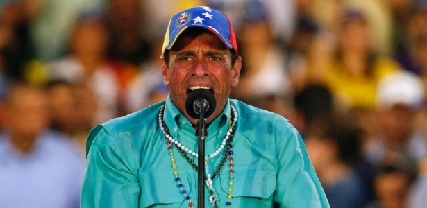 Henrique Capriles, faz discurso durante evento de campanha que atraiu uma multidão no Estado de Zulia. No próximo domingo (14) será eleito o primeiro presidente da era pós-Hugo Chávez - Isaac Urrutia/Reuters