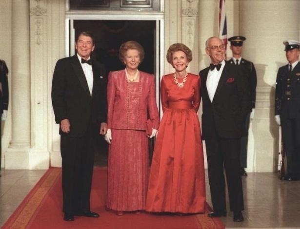 Da esquerda para a direita, Ronald Reagan recebe Margaret Thatcher na Casa Branca, ao lado dos respectivos cônjuges, Nancy Reagan e Denis Thatcher