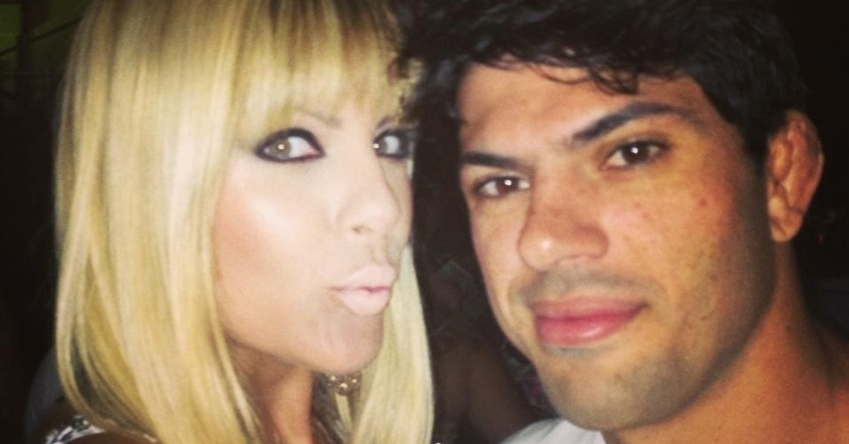 O lutador do TUF Brasil 2 Viscardi Andrade contou com o apoio da mulher, Bárbara, nas preliminares do reality show, em que os familiares puderam assistir aos combates