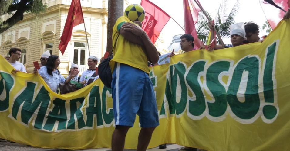 11.abr.2013 - começou sem atrito com a polícia, mas minutos depois houve intervenção policial, desencadeando confusão entre protestantes e PMs
