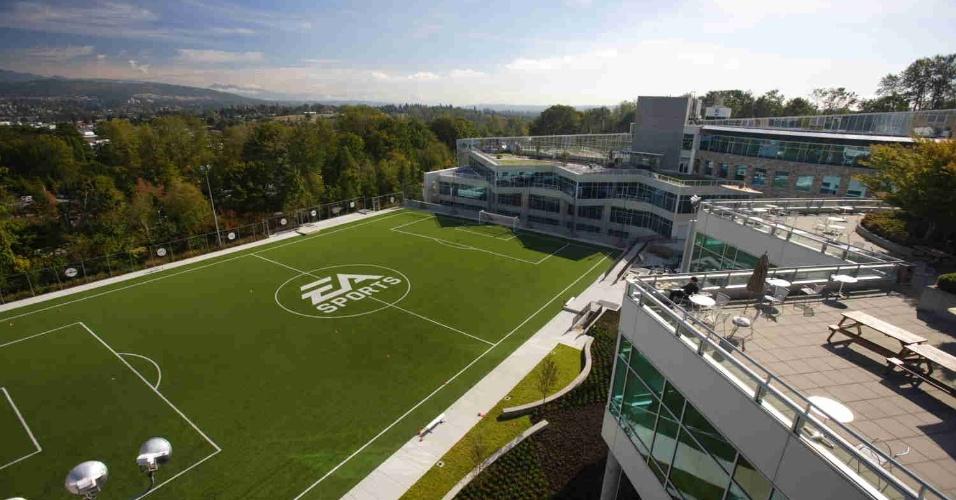Vista do campo de futebol instalado nos estúdios da Electronic Arts em Vancouver, no Canadá