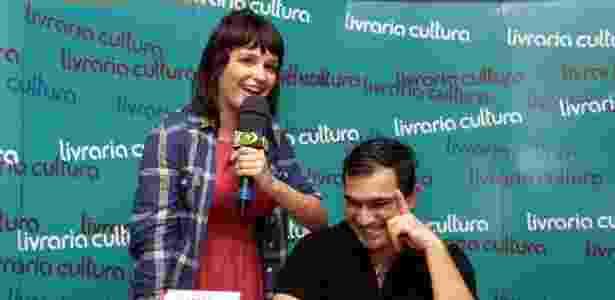 """Amanda Ramalho e Evandro no lançamento do livro """"O Melhor do Pior"""", na Livraria Cultura do Conjunto Nacional - Paduardo/AgNews"""