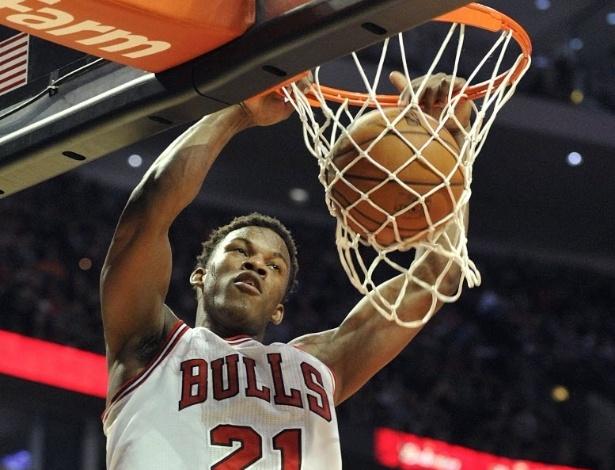 12.abr.2013 - O ala Jimmy Butler foi um dos destaques da vitória dos Bulls conta os Knicks