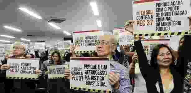 12.abr.2013 - Promotores fazem uma manifestação contra a aprovação da PEC 37 - Adriano Lima/Brazil Photo Press/Estadão Conteúdo