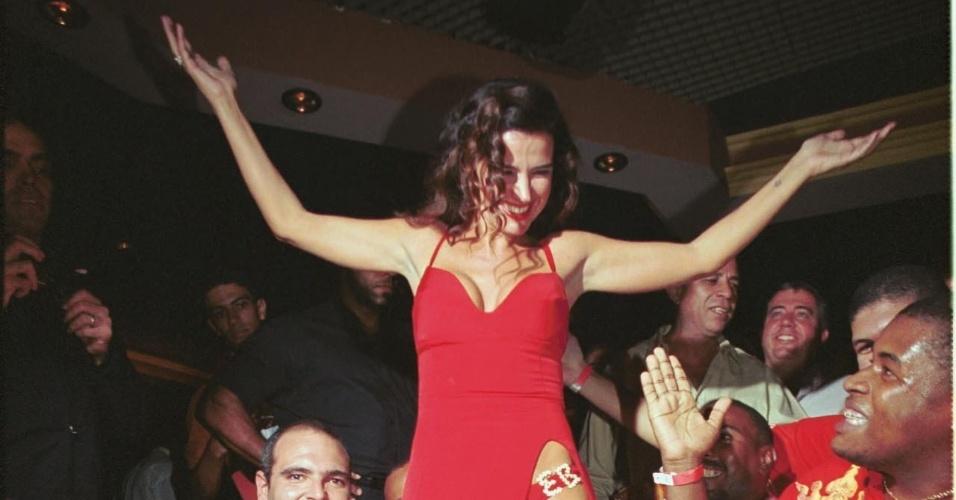 9.maio.2001 - Ex-mulher de Eike Batista, a atriz e modelo Luma de Oliveira na festa de lançamento da revista Playboy, na boate Scott, no Rio de Janeiro (RJ)