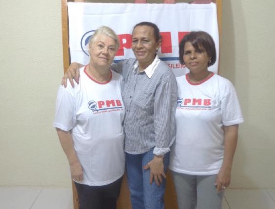 A presidente nacional do PMB (Partido da Mulher Brasileira), Suêd Haidar (ao centro), ao lado da vice-presidente da seção mineira do partido, Maria do Carmo Magalhães (dir.), e da presidente presidente da seção mineira do PMB, Rosimera Macahdo de Jesus