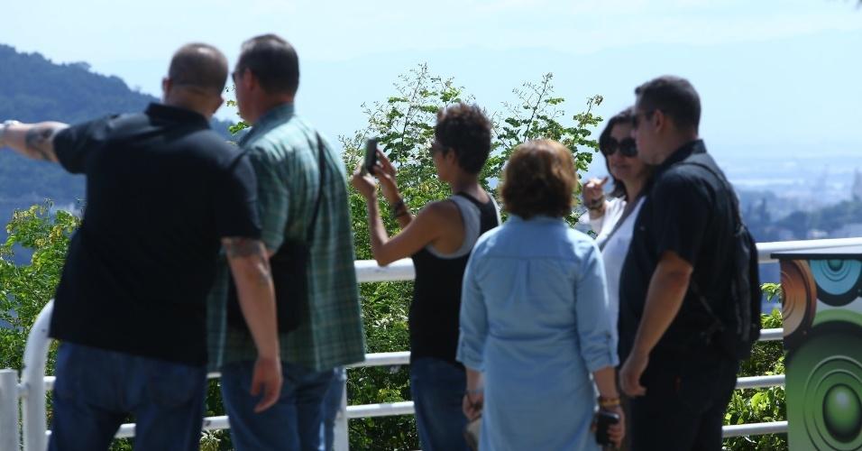 Atriz Halle Berry visita o Pão de Açúcar no Rio de Janeiro