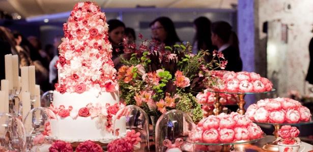 Decoração da mesa de doces proposta pelo Atelier Mariza Doces e apresentada na feira Casar de 2013 - Leonardo Soares/UOL