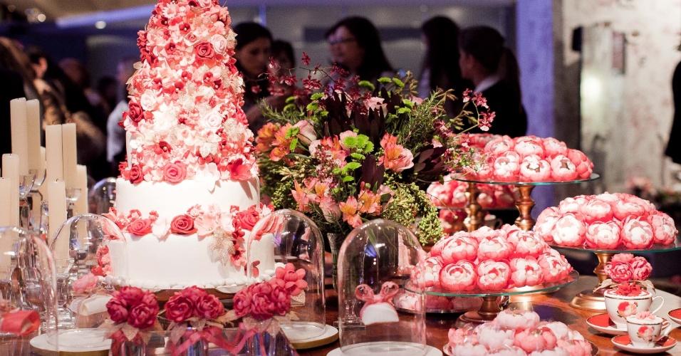 11.abr.2013 - decoração da mesa de doces proposta pelo Atelier Mariza Doces (www.marizadoces.com.br) e apresentada na feira Casar