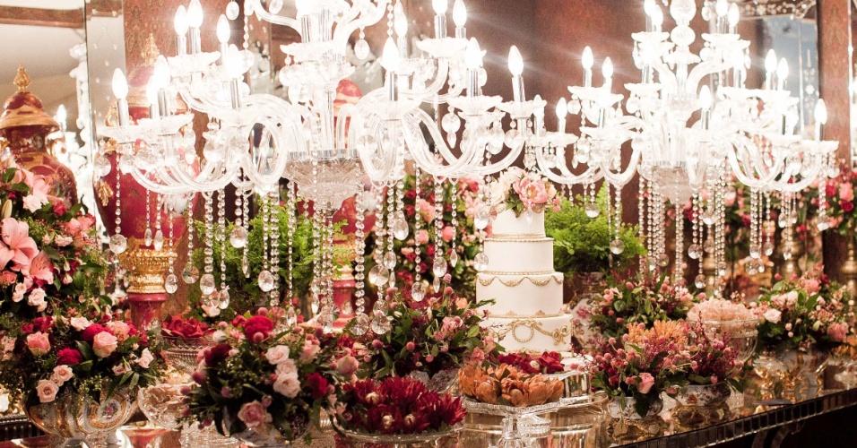 11.abr.2013 - decoração de mesa proposta pela D Festas e Eventos (www.dfestas.com.br) na feira Casar