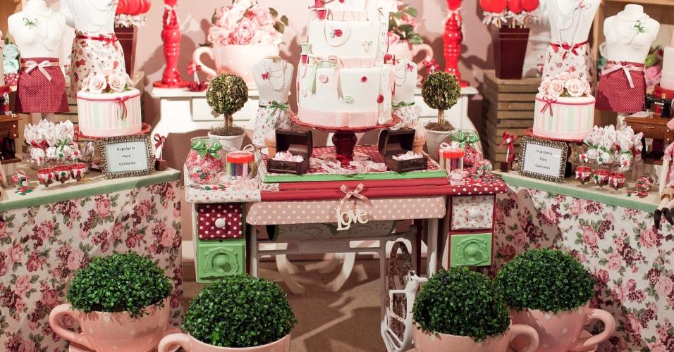 11.abr.2013 - proposta de decoração da Happy Happenings (www.hheventos.com.br) na feira Casar 2013, empresa que presta assessoria de eventos e faz locação de itens decorativos