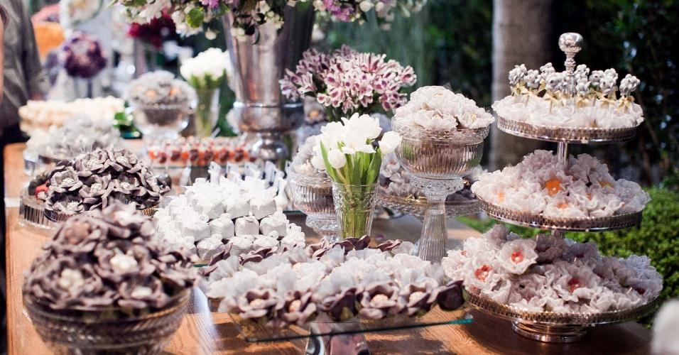 11.abr.2013 - mesa de doces da Louzieh Doces Finos (www.louziehdoces.com.br) apresentada na Casar 2013