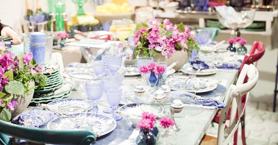 11.abr.2013 - decoração de mesa proposta pela loja de decoração Roberto Simões (www.robertosimoes.com.br) na Casar 2013, que também organiza lista de presentes