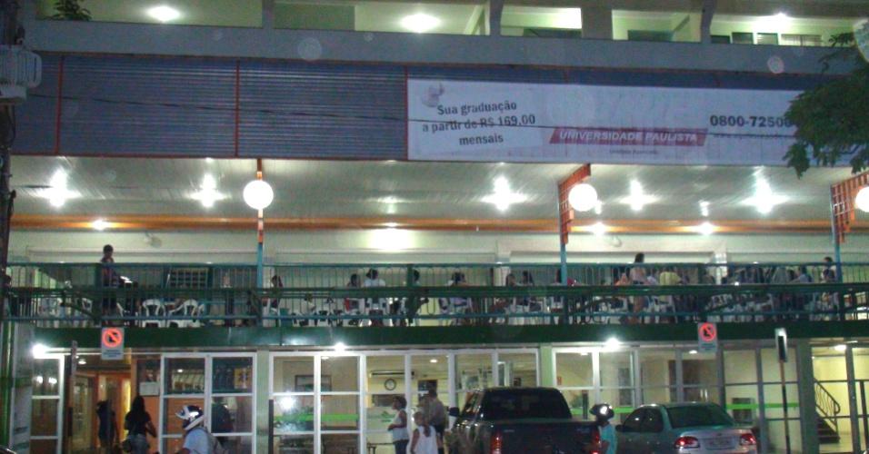 Fachada do hotel onde alunos da Ufopa (Universidade Federal do Oeste do Pará) assistem às aulas
