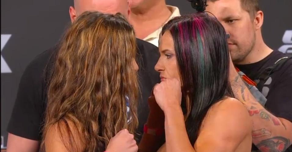 Miesha Tate e Cat Zingano tiveram encarada tensa, ficaram cara a cara e quase se tocaram antes da luta deste sábado