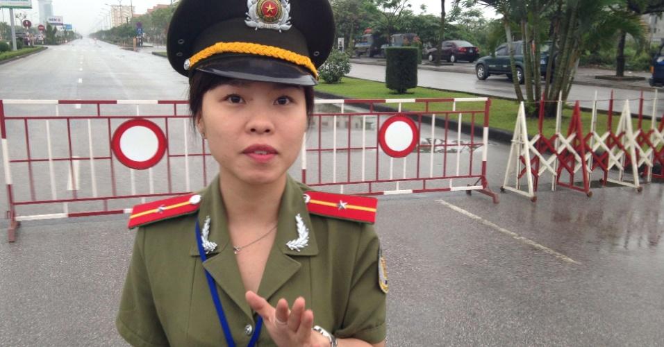 Parou, parou... Vai enfrentar esta policial vietnamita?