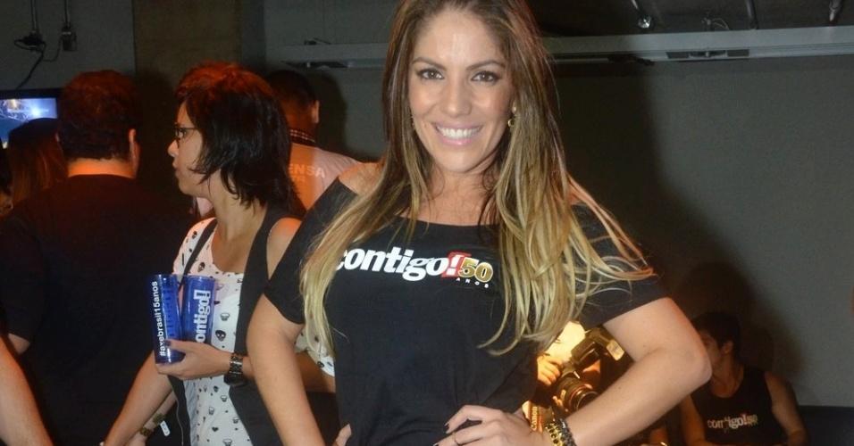 12.abr.2013 - A ex-BBB Anamara posa para fotos no festival Axé Brasil 2013 no Mineirão, em Belo Horizonte