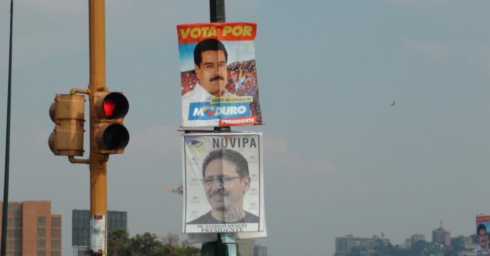 13.abr.2013 - Além de Maduro e Capriles, a eleição presidencial venezuelana conta com mais seis candidatos. Um deles, o pastor Eusebio Mendez, da Nuvipa (Nueva Visión Para Mi País), espalhou alguns cartazes por Caracas. De acordo com as pesquisas, Mendez não chega nem a ter 1% das intenções de votos.