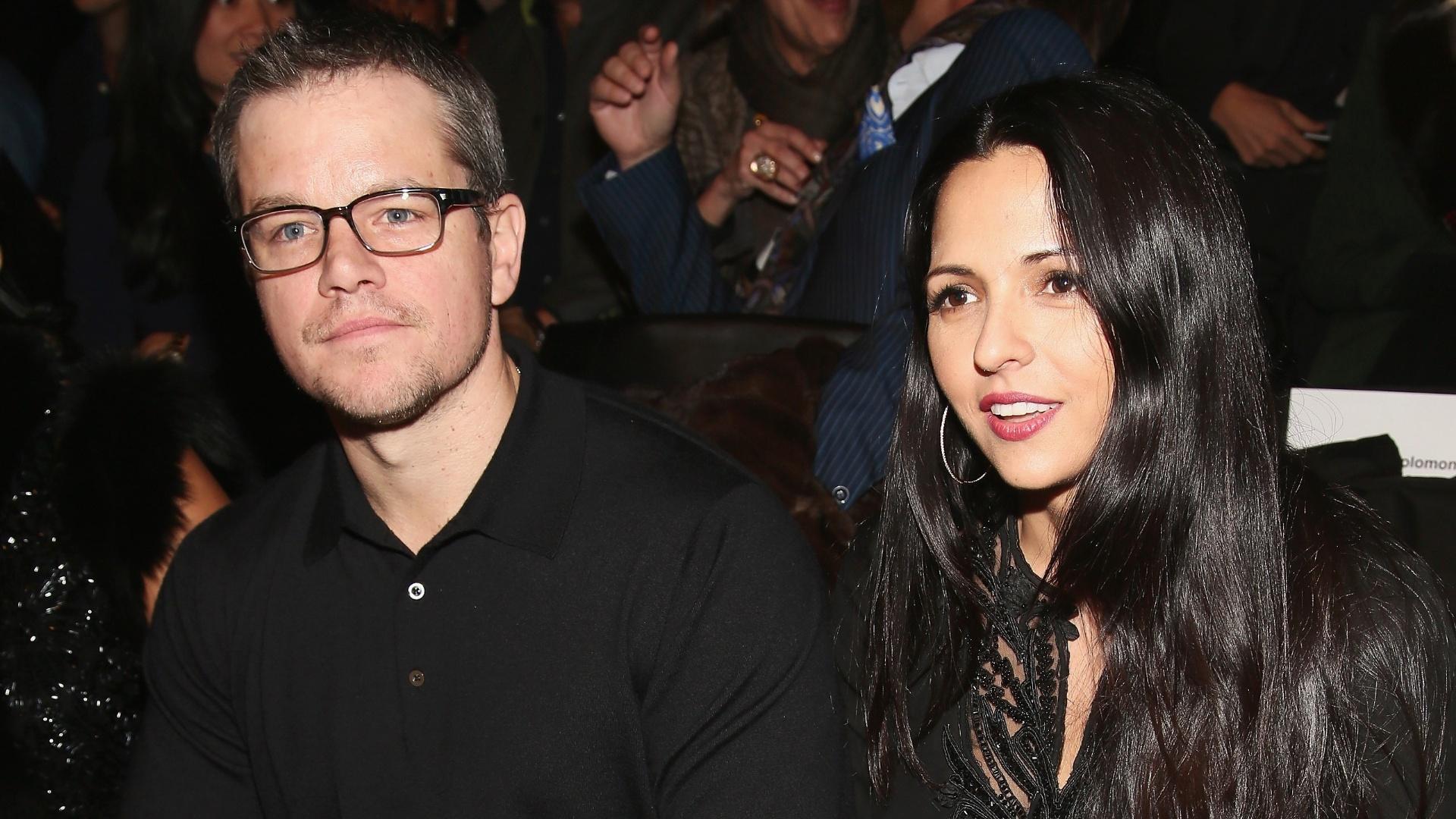 12.fev.2013 - Matt Damon e a mulher, Luciana, assistem desfile de moda na Mercedes-Benz Fashion Week, em Nova York