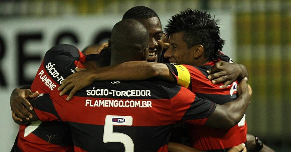 14.04.2013 - Jogadores do Flamengo comemoram um dos gols de Renato Abreu contra o Fluminense
