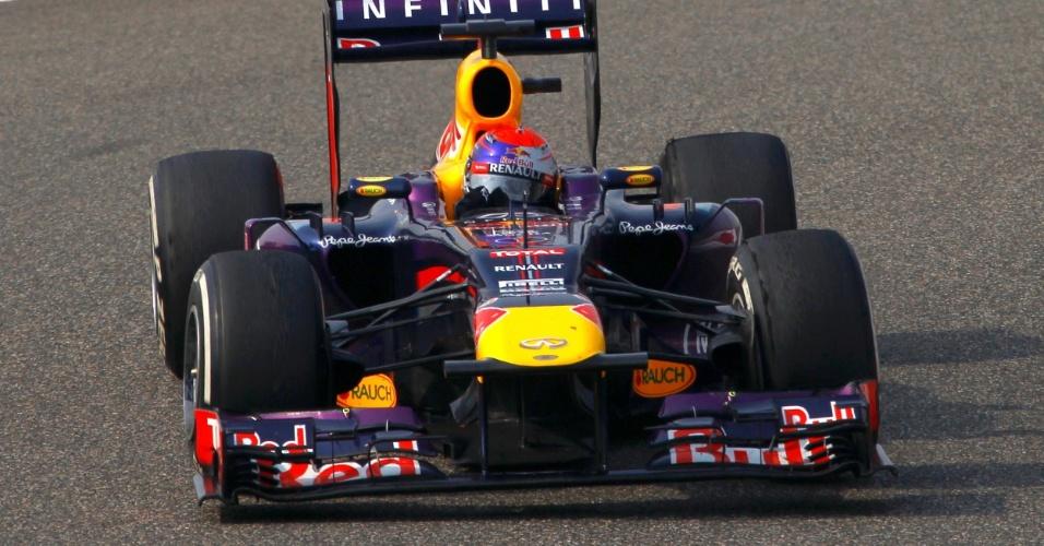 14.abr.2013 - Sebastian Vettel largou em nono e adotou estratégia diferente da dos rivais ao largar com pneus médios