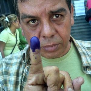 Eleitores convocam uns aos outros para votar - Thiago Varella/UOL