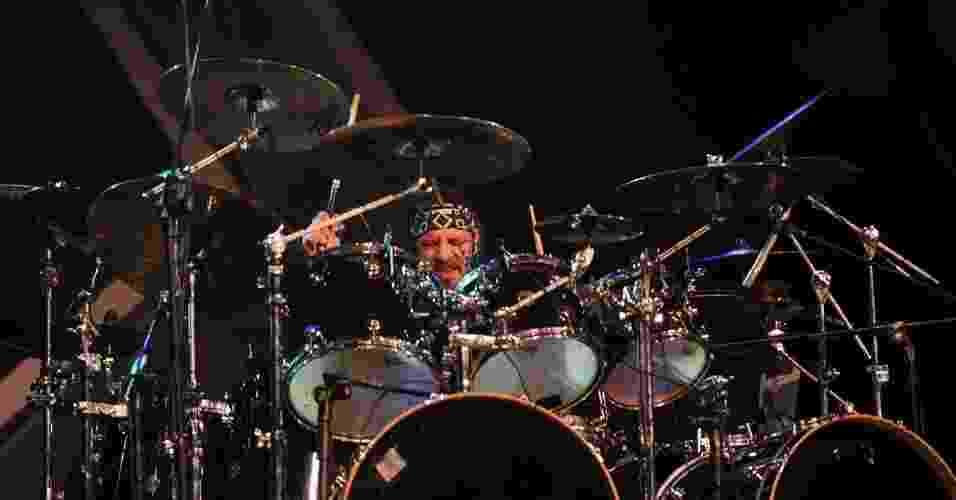 14.abr.2013 - Twisted Sister se apresenta no festival festival Live N' Louder, no Espaço das Américas, em São Paulo. A banda, formada em Nova York, na década de 1970, foi a atração principal do evento que reuniu fãs de heavy metal - Junior Lago/UOL