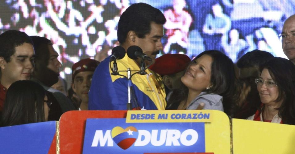 15.abr.2013 - O chavista Nicolás Maduro, eleito presidente da Venezuela, abraça Mara Gabriela, filha de Hugo Chávez, durante pronunciamento no palácio de Miraflores, sede do governo, em Caracas. Maduro derrotou Henrique Capriles, candidato da oposição, por apertada margem de votos
