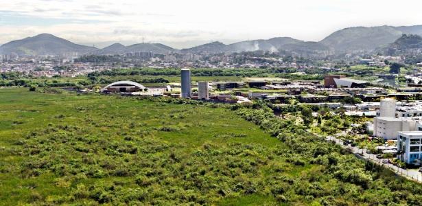 Perspectiva da área onde foi erguido o CT do Flu. Ao fundo, a Cidade de Deus
