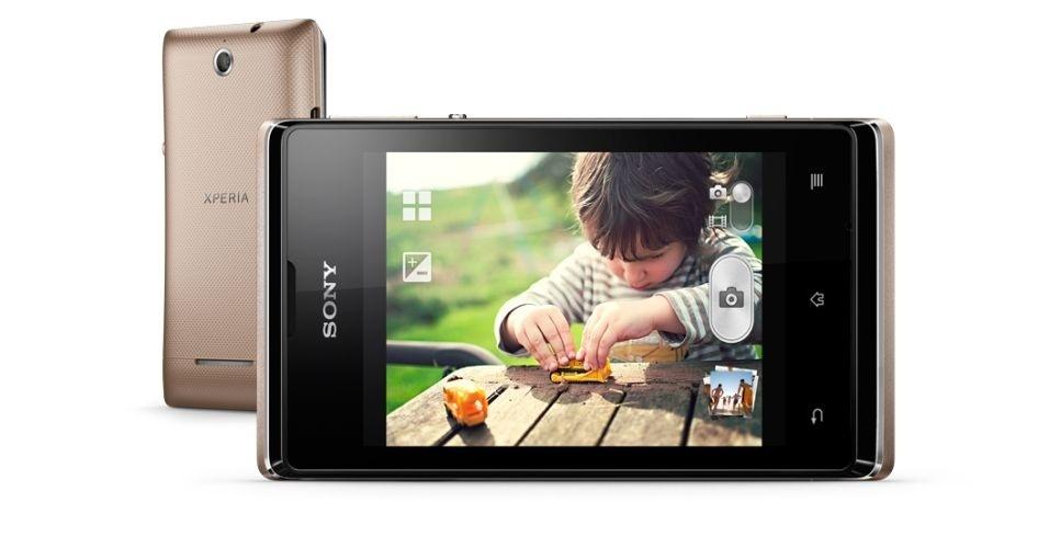 O Sony Xperia E dual possui tela de 3,5 polegadas, Android 4.0, câmera de 3 megapixels e processador de 1 GHz. No entanto, ele apresenta lentidão nas respostas, o touch trava ou fica lento, e possui problemas com alguns aplicativos. Clique em 'Mais' para ver o teste completo
