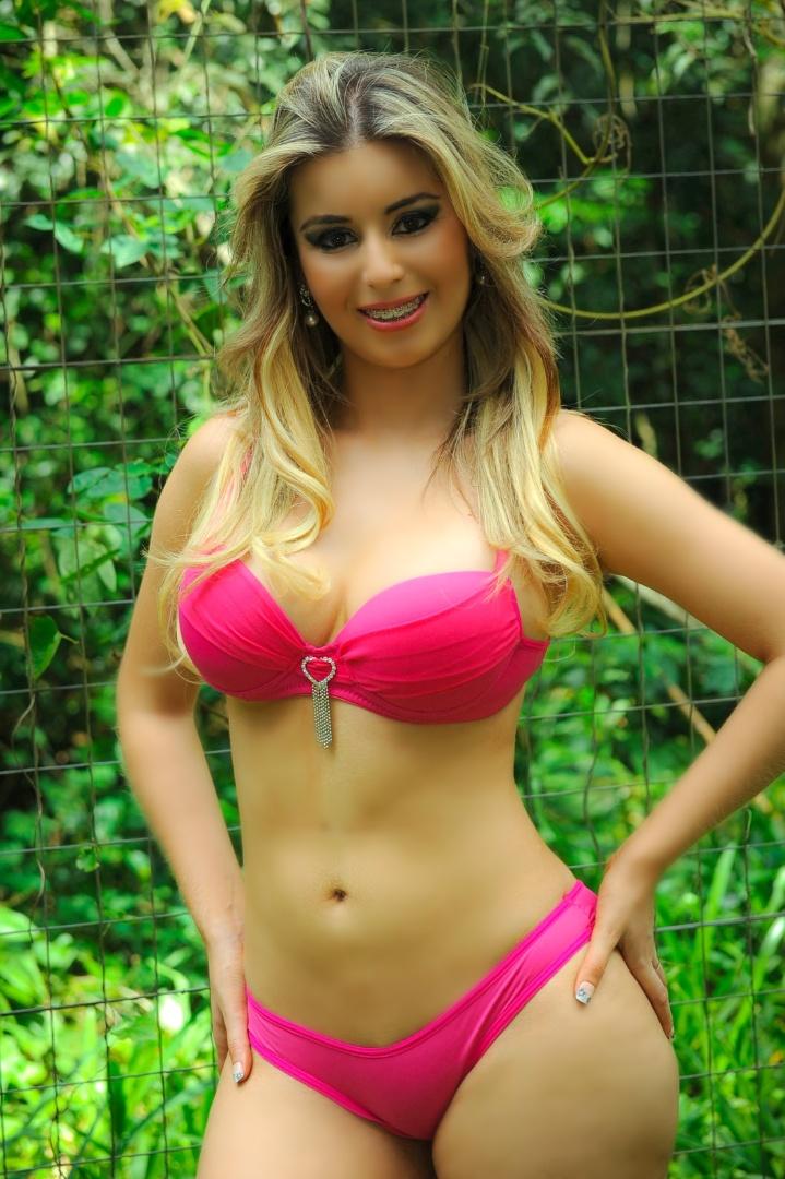 Vanessa Tasquetto está entre as concorrentes para representar o Corinthians no Belas da Torcida 2013