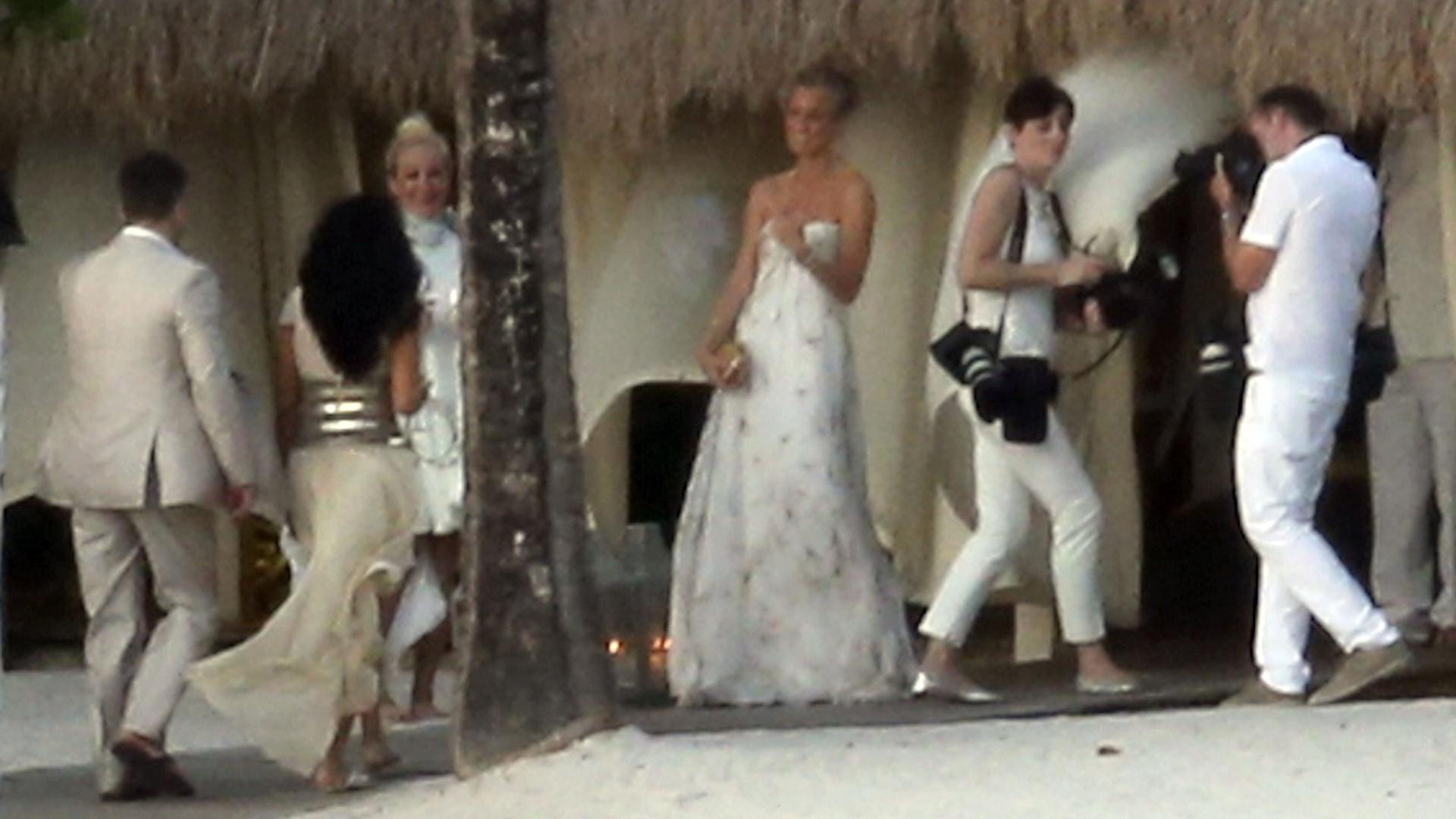 13.abril.2013 - Matt Damon e a mulher renovam os votos ao lado da família e amigos, em Saint Lucia