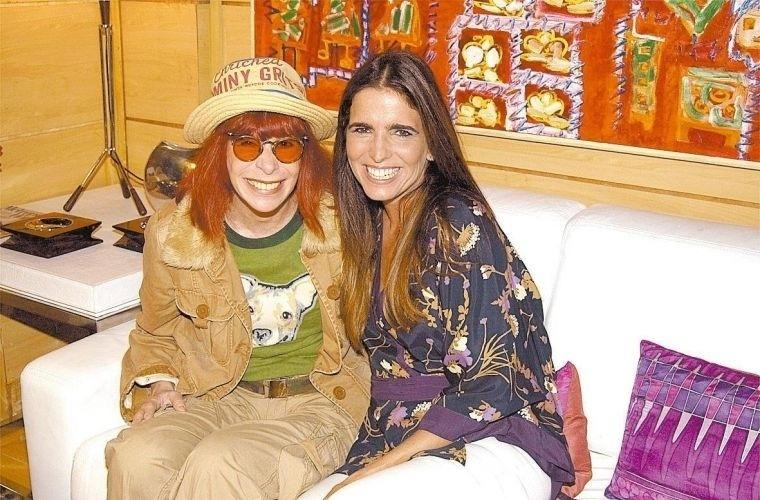 """14.jan.2004 - Rita Lee e Malu Mader durante intervalo de gravação da novela """"Celebridade"""", da Globo. A cantora faz uma participação especial na novela"""