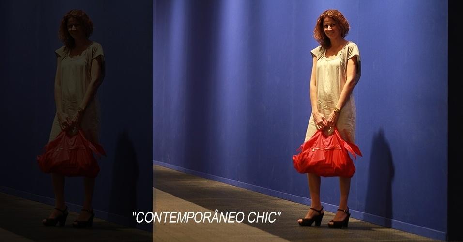 15 abr. 2013 - Claudia Levron, 39, jornalista, usa vestido da francesa Coletac, bolsa Comme des Garçons e sandália Arezzo
