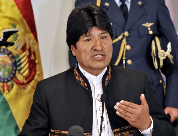 """16.abr.2013 - O presidente da Bolívia, Evo Morales, afirmou nesta terça-feira (16) que os Estados Unidos """"preparam um golpe de Estado"""" na Venezuela, ao comentar a sugestão da Casa Branca de que fosse feita a recontagem dos votos da eleição presidencial que garantiu uma vitória apertada ao chavista Nicolás Maduro, contra o opositor Henrique Capriles. """"Estou convencido de que por trás destas declarações [sobre a recontagem], os Estados Unidos estão preparando um golpe de Estado na Venezuela. Repudiamos. Condenamos"""", disse Morales, em entrevista à imprensa nesta terça-feira, em La Paz"""