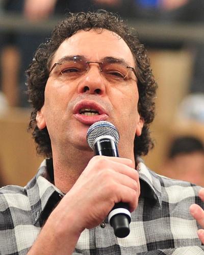 """04.abr.2013 - Comentarista Walter Casagrande Jr. fala sobre o lançamento de sua autobiografia, """"Casagrande e seus demônios"""", durante o programa """"Altas Horas"""", da TV Globo"""