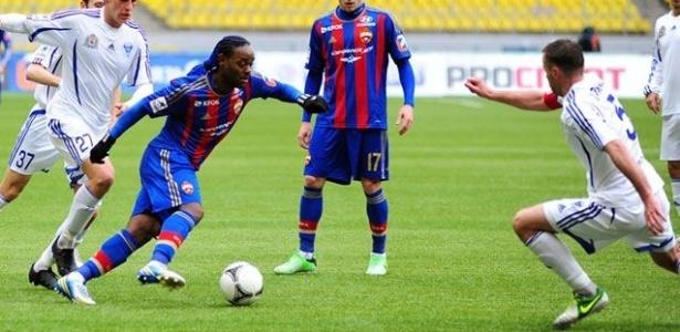 06.abr.2013 - Atacante Vagner Love, do CSKA, em ação durante a vitória por 2 a 0 sobre o Volga, pelo Campeonato Russo