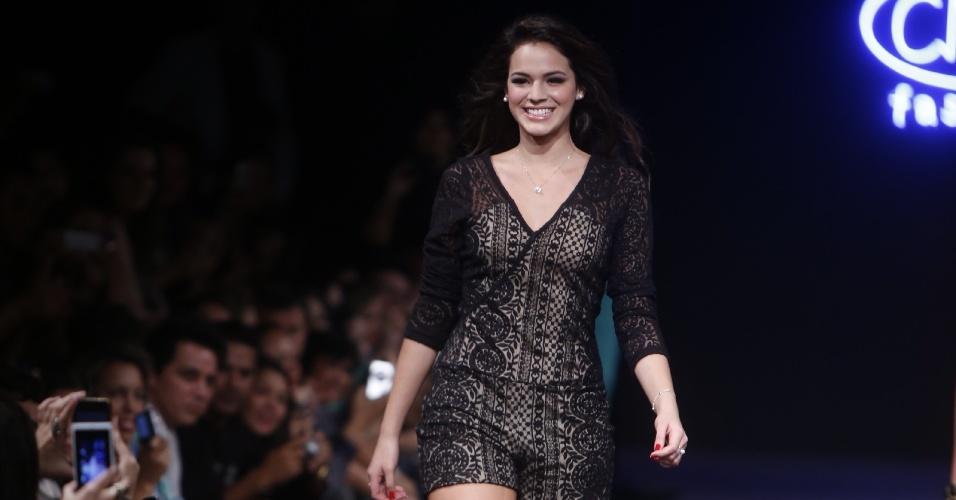 16.abr.2013 - Bruna Marquezine no desfile da Companhia Moda Brasil CMB, em Goiânia. O CMB Fashion, que acontece em 4 dias, conta neste ano com 55 desfiles, quatro shows e expectativa de 6 mil compradores